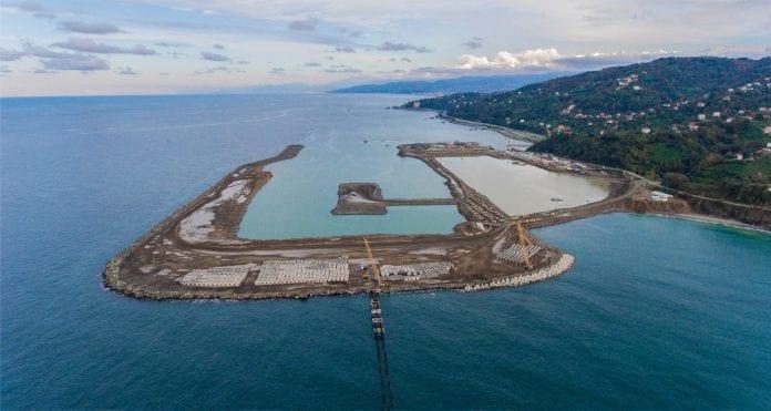 Rize-Artvin Havalimanı İçin 14,5 Milyon Ton Taş Denize Döküldü