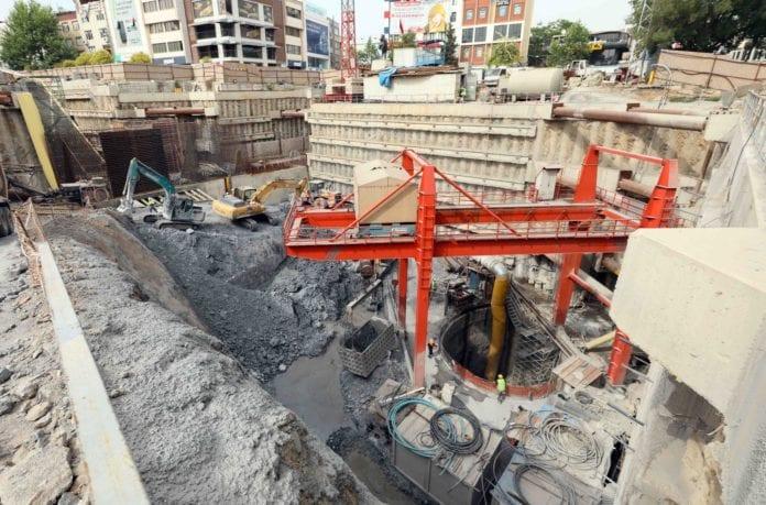 Kocaeli'deki 5 Milyar Liralık Metro Projesinde Tünel Açma Çalışmaları Sürüyor